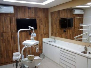 [Móveis para consultório de dentista em Guarulhos SP, Armário baixo para instrumentos e painel decorativo]