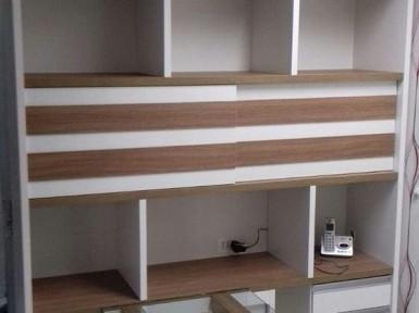 [Móveis para consultório de dentista em Moema SP, mesa com estante]