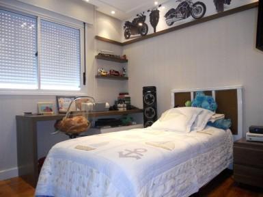 [Dormitório Planejado na Moóca Zona Leste SP com mesa de estudos e prateleiras]