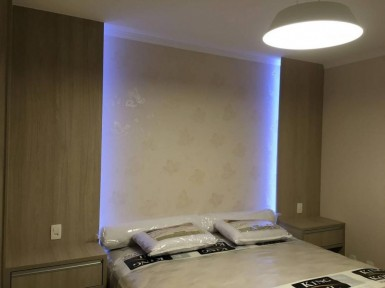[Dormitório Planejado na Moóca SP com painel cabeceira de cama com iluminação embutida]