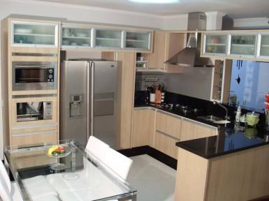 [Cozinha planejada no Tucuruvi Zona Norte SP com torre para forno e microondas]