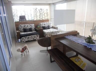 [Móveis planejados para varandas em Guarulhos SP com mesa e bancos]