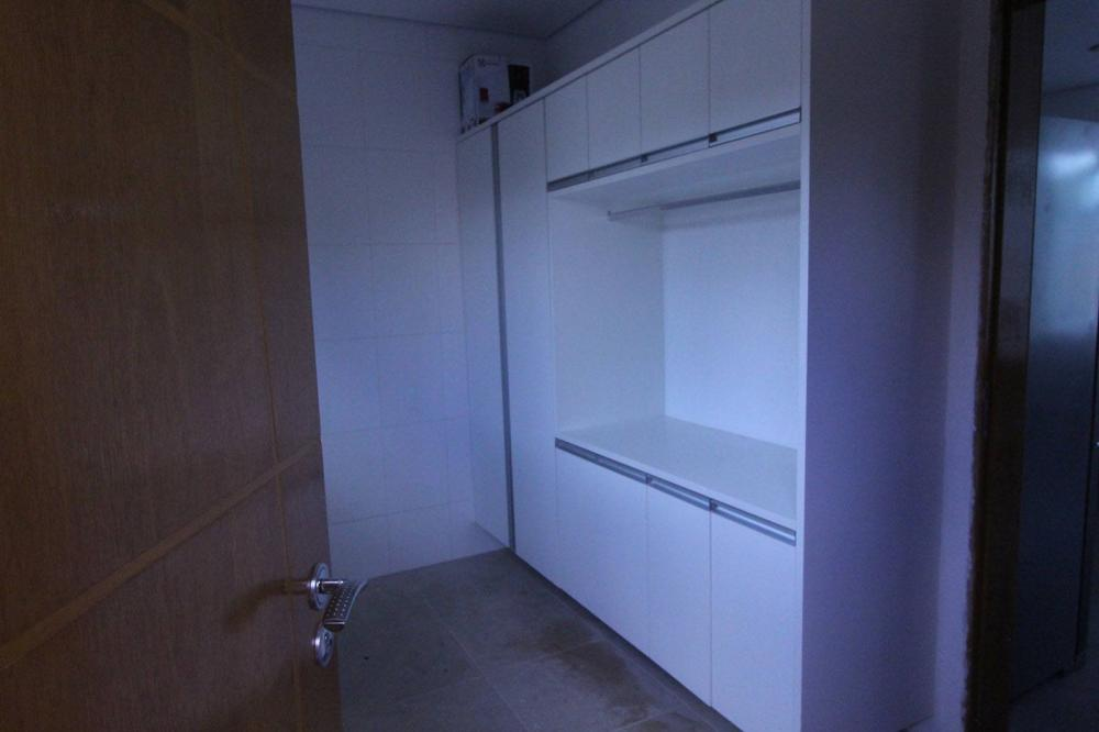 [Móveis planejados para áreas de serviço ou lavanderia em Guarulhos SP com armários em MDF branco]