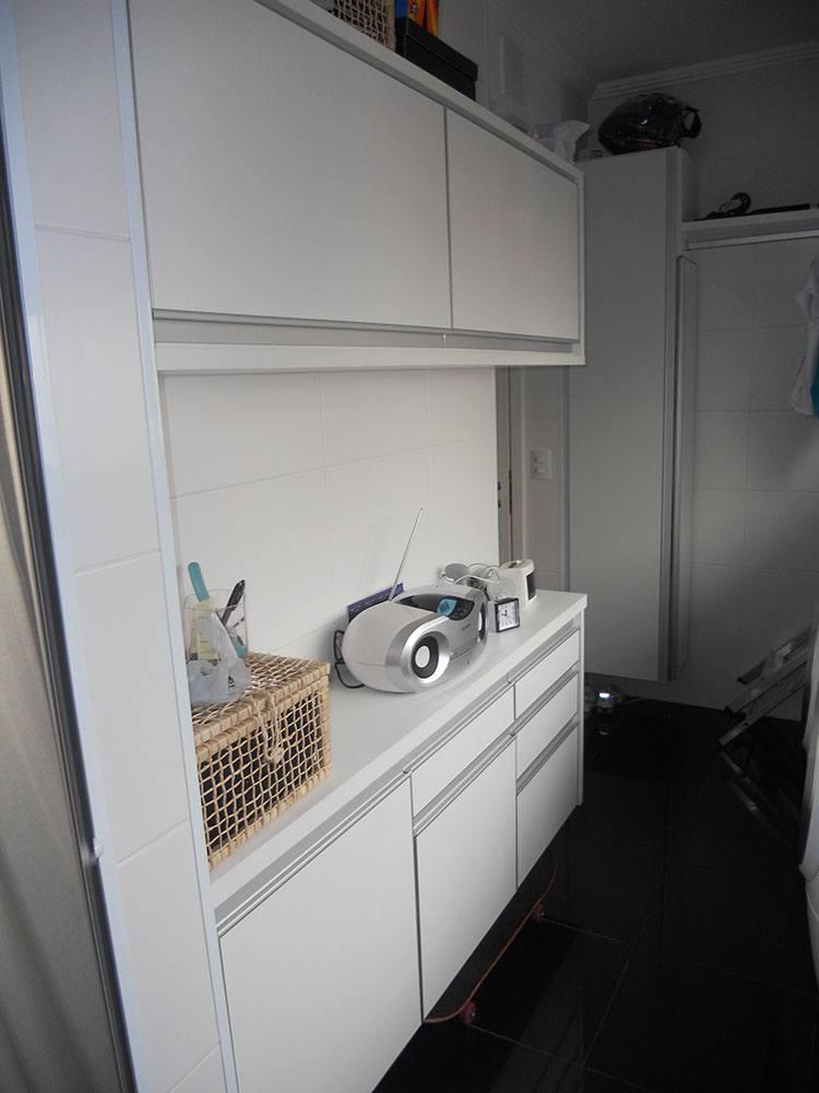 [Móveis planejados para áreas de serviço ou lavanderia em Santana Zona Norte SP com armários em MDF branco]