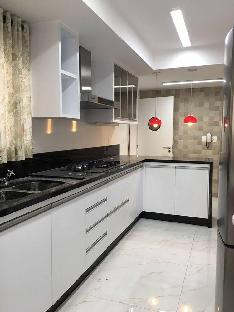 Cozinha planejada na Moóca Zona Leste SP, com torre para eletros forno e microondas - Foto 1
