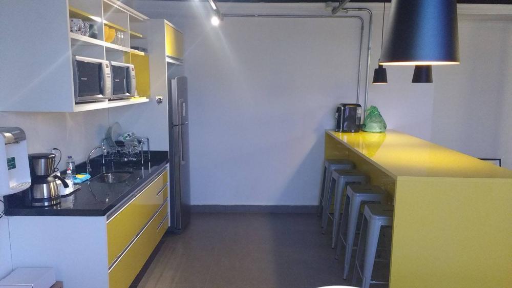 Cozinha planejada em SP em MDF Amarelo Citrino brilhante com balcão Goumet - Foto 1