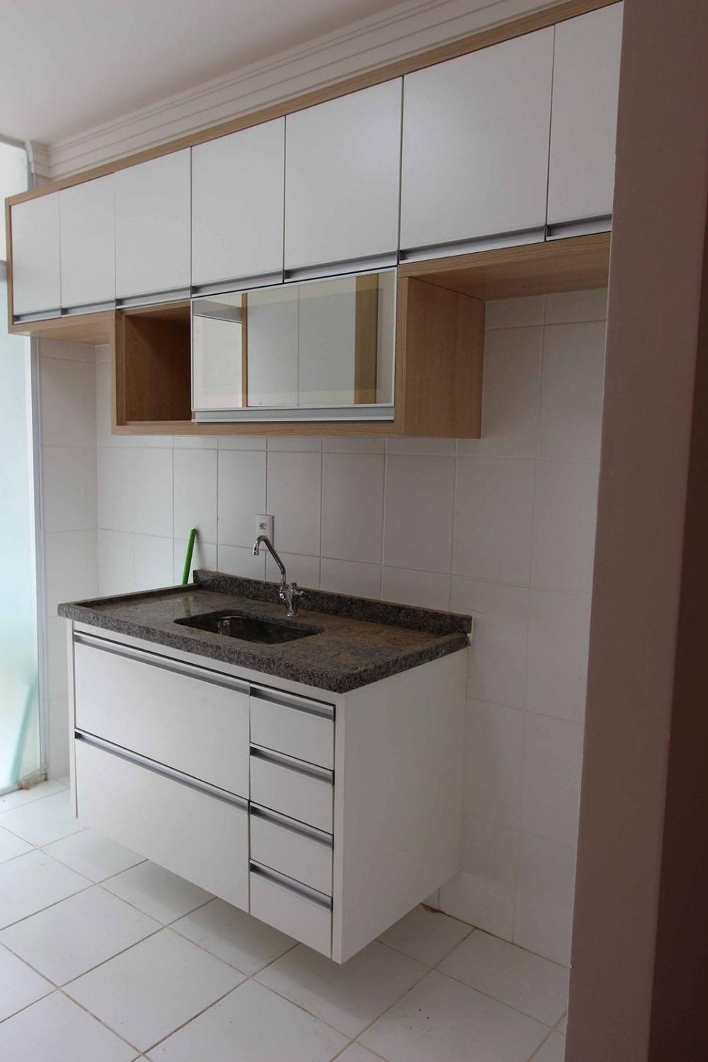 [Cozinha planejada em Vila Prudente SP em MDF branco tx e vidro reflecta bronze]
