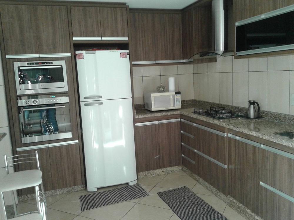Cozinha planejada em guarulhos SP em MDF amadeirado escuro - Foto 1