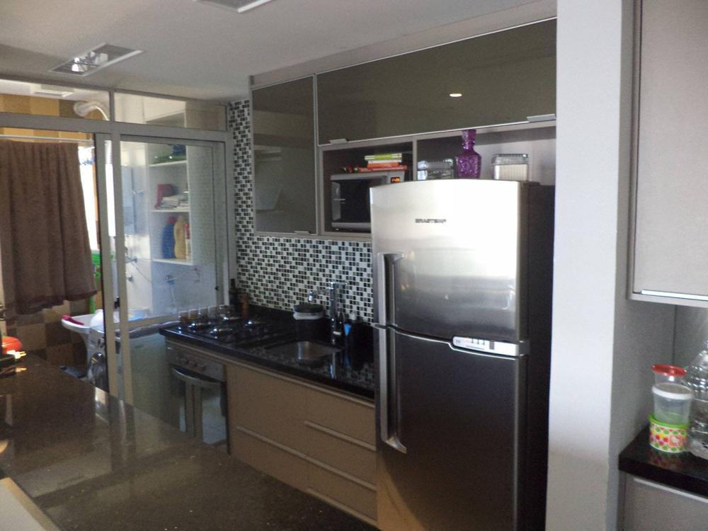 [Cozinha planejada na Vila Guilherme SP com vidro verde]