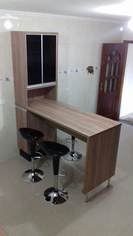 Cozinha planejada em Santana SP com portas, gavetas e porta basculante em vidro preto - Foto 1