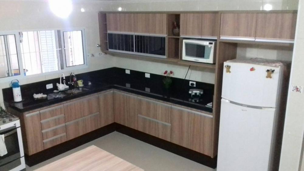 [Cozinha planejada em Santana SP com portas, gavetas e porta basculante em vidro preto]